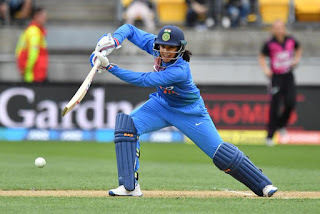 स्मृति मंघना ने तीसरे T20 मैच में 86 रन बनाई