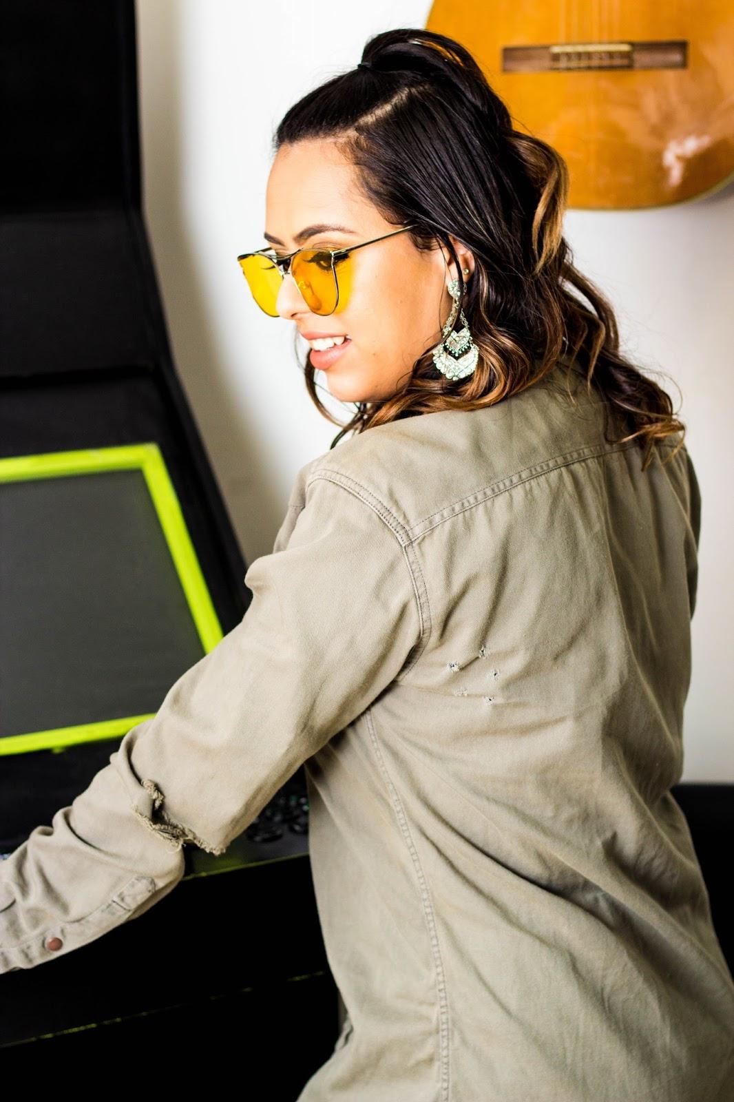 Os óculos com lentes coloridas não são apenas acessórios para compor um  visual diferenciado. As cores agem como filtros ou barreiras para  determinadas ... fab120292e