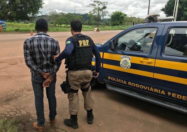 PRF cumpre Mandado de Prisão e prende foragido da Justiça em Jaru