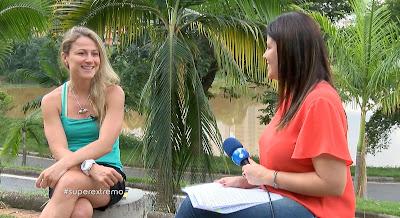 A ultramaratonista Fernanda Maciel em entrevista à repórter Kamila Marinho, da RedeTV! - Crédito/Foto: Divulgação RedeTV!