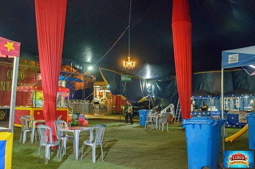 Praça de alimentação circo fantástico