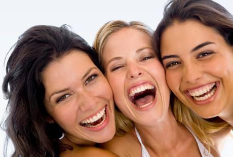 manwaat+tertawa,+wanita+tertawa, 6 Kebiasaan Ini Bisa Cegah Kanker