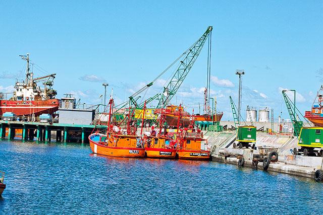 Lanchas pesqueras ancladas en Puerto de Mar del Plata