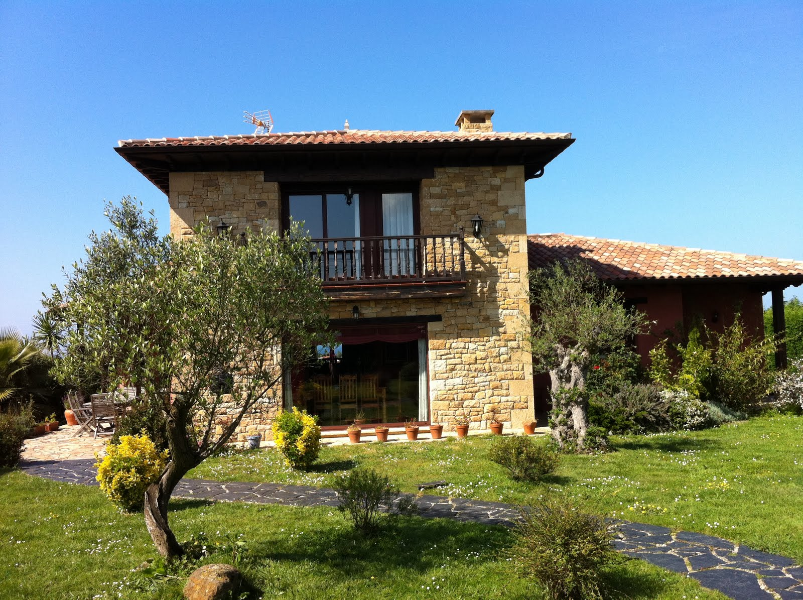 Chalet en venta o alquiler en Quintueles Villaviciosa