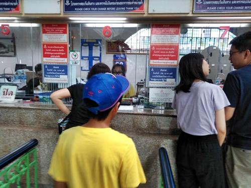 切符の購入 @タイ国鉄フワランポーン駅