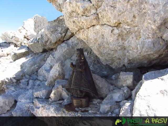 Virgen Covadonga en la cima del Torrecerredo