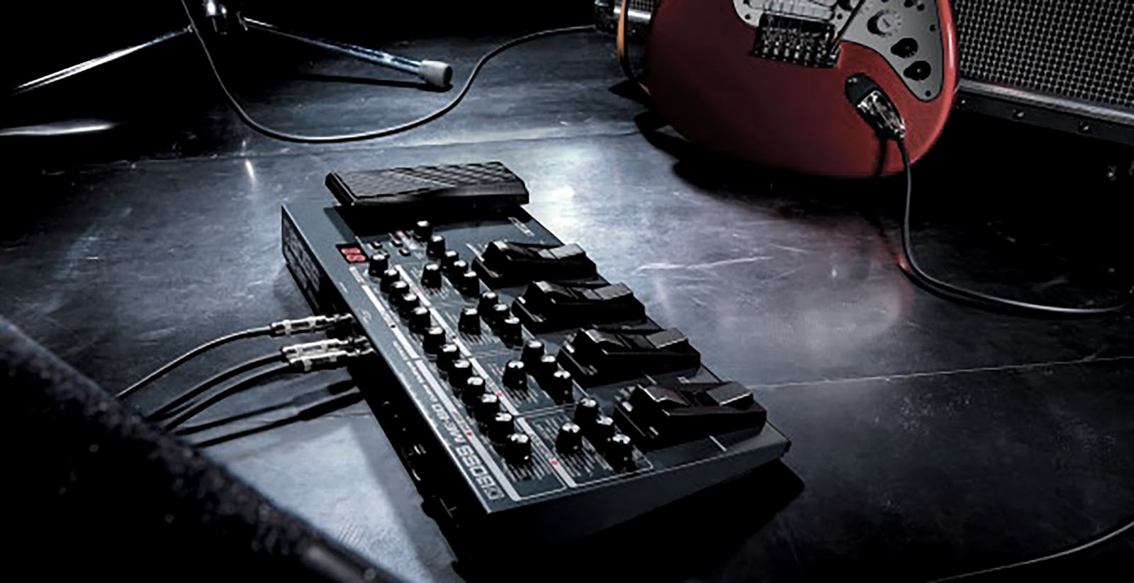 boss me 80 multiple guitar effects on stagee
