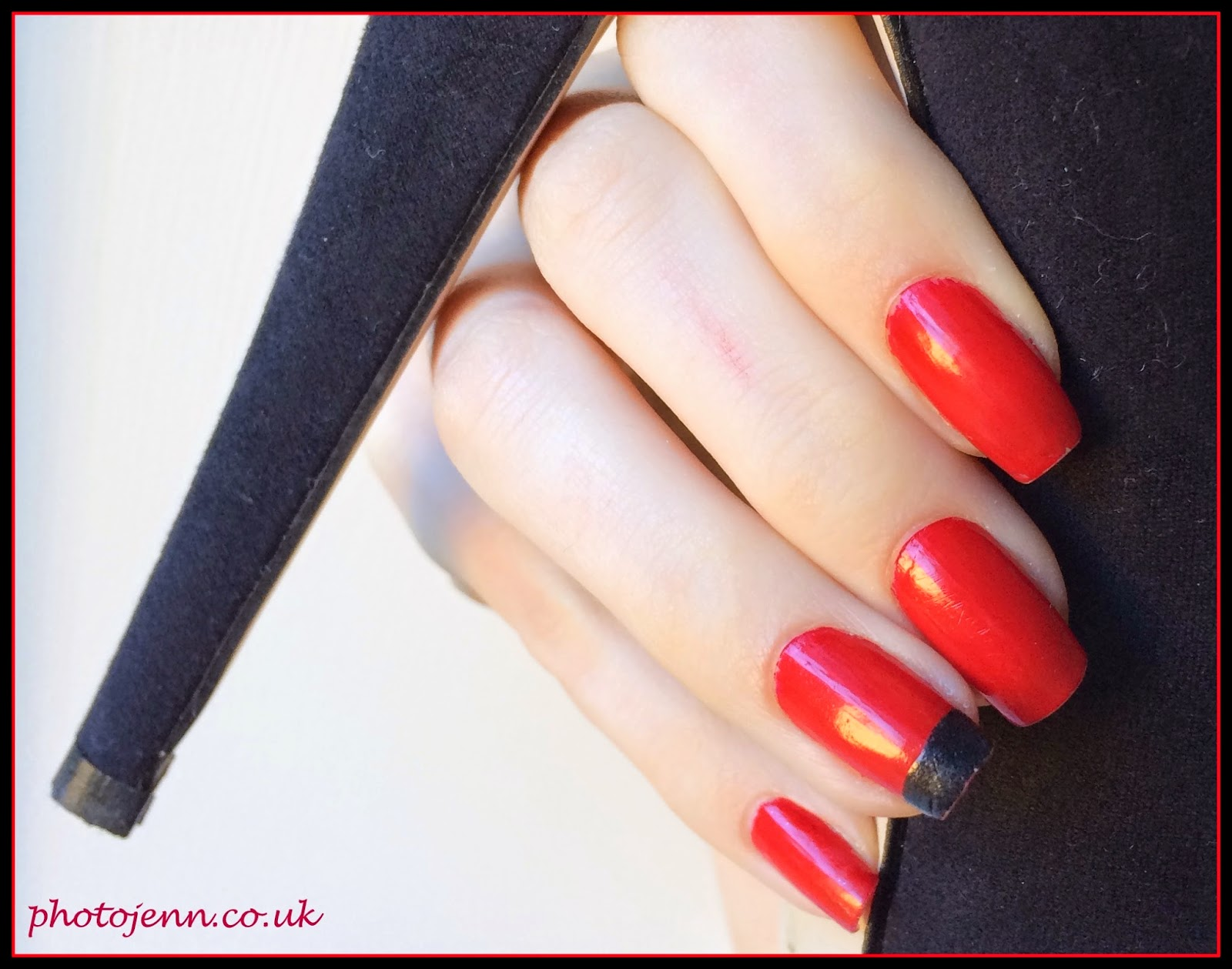 christian-louboutin-nail-art-red-black
