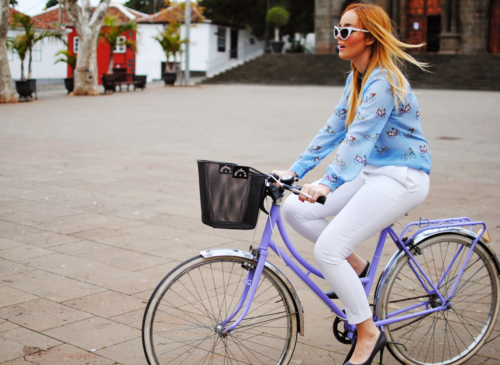 nery hdez, blonde, sugarhill , white pants, zerouv sunglasses, vintage bicycle
