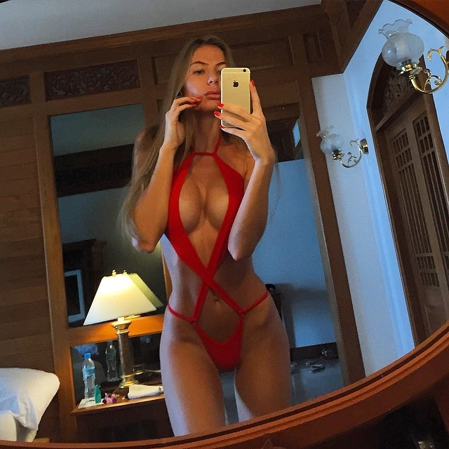 Anastasia Skyline butt