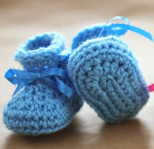http://translate.googleusercontent.com/translate_c?depth=1&hl=es&rurl=translate.google.es&sl=en&tl=es&u=http://www.repeatcrafterme.com/2013/05/crochet-newborn-baby-booties-pattern.html&usg=ALkJrhjRiIKaFi34B2o81MWYlrB0TS1R_Q