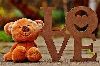 Puisi Cinta Bahasa Inggris Love is Karya Shofiafarra