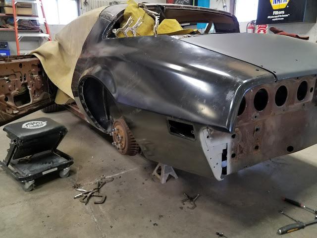 1977_Pontiac_quarter_repair