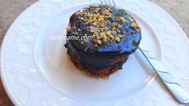 çikolata soslu porsiyonluk mini pasta
