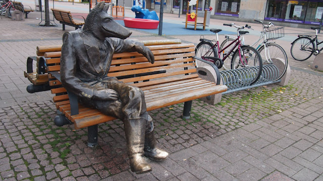 sculpture wolf susi