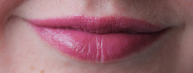 IMG 2440 - Essence Water Kiss Glossy Lip Colour