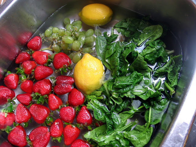 ways to clean fruits and vegetables from pesticides
