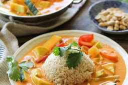#TOPRECIPES 30-MINUTE SUMMER VEGETABLE RED CURRY