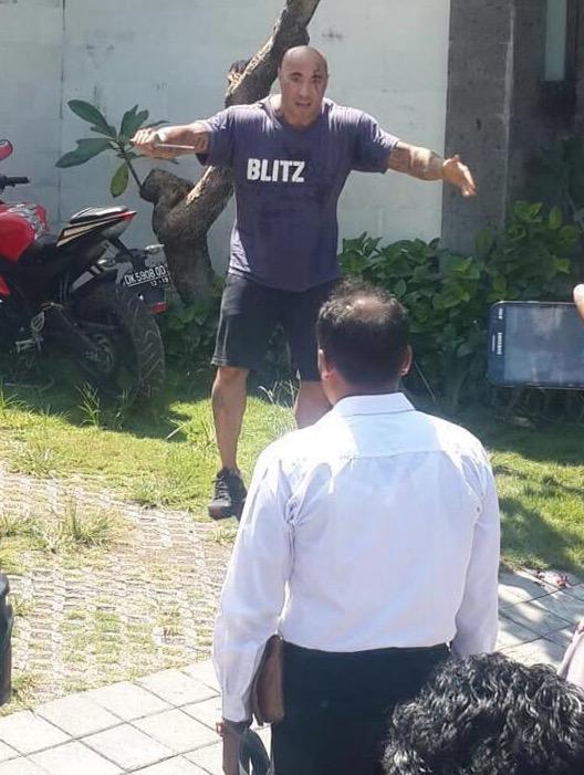 Berpuluh Das Tembakan Dilepaskan Untuk Membunuh Amokrane Sabet yang Mengamuk