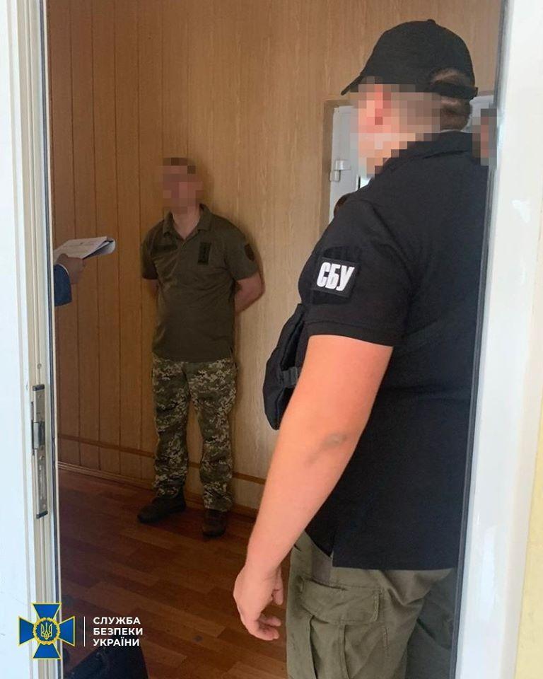 Мільйон грн хабара за постачання масок для військових