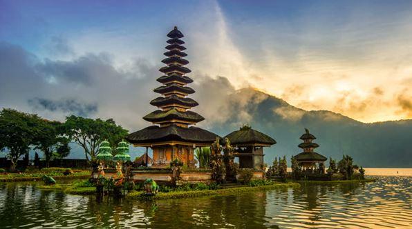 Pura Ulun Danu Bratan and Bratan Bedugul Lake Bali
