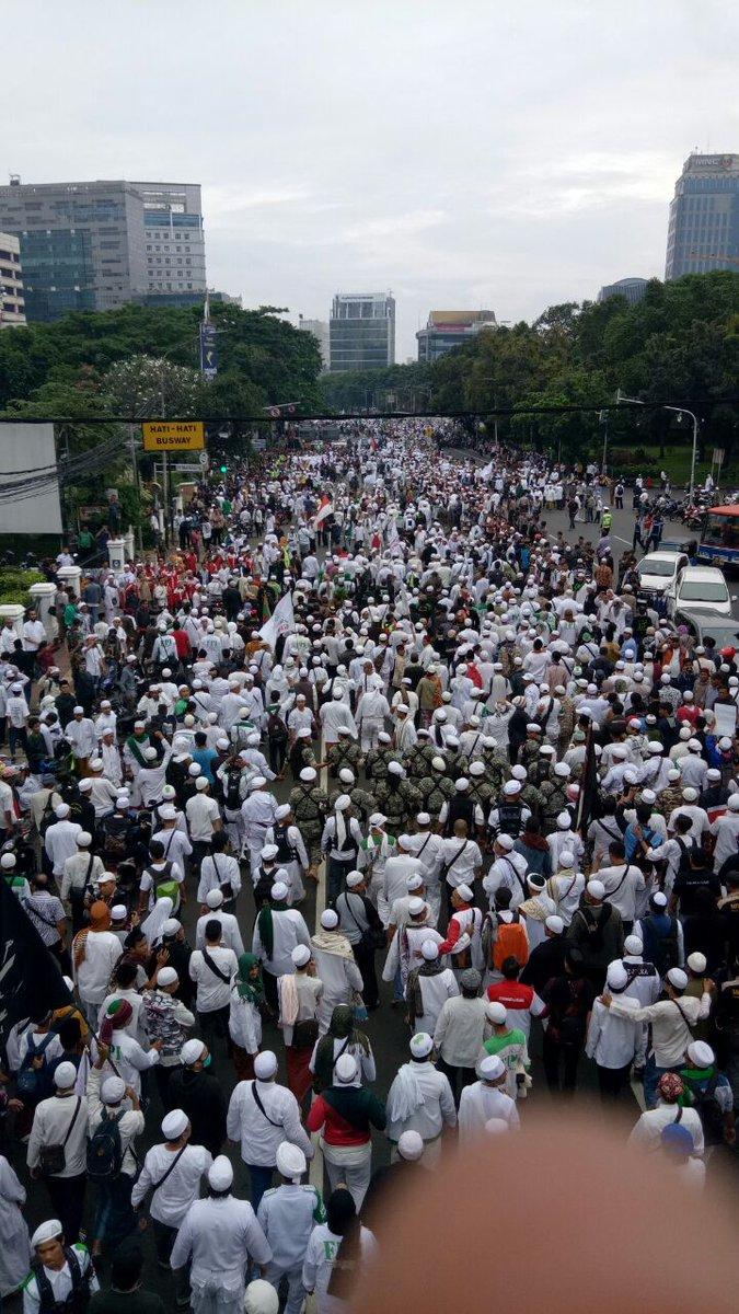 """Inilah Foto-foto Puluhan Ribu Umat Islam Hadiri """"Aksi Bela Islam"""" untuk Penjarakan Ahok"""