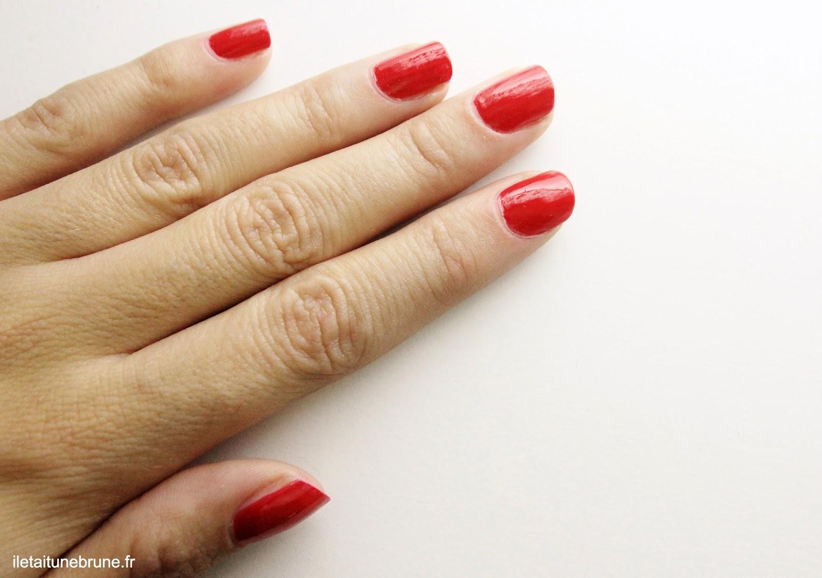 swatch vernis rouge profond beautélive