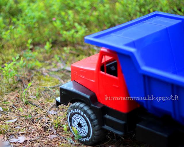 kuorma-auto muovinen rekka plasto lelu