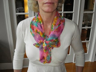 http://www.missussmartypants.blogspot.com/#!http://missussmartypants.blogspot.com/2010/11/another-way-to-tie-scarf.html