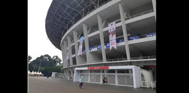 Persiapan Kampanye Akbar, Dinding Stadion GBK Dipenuhi Spanduk Prabowo-Sandi