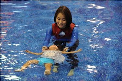 Trẻ trên 6 tháng bơi rất tốt