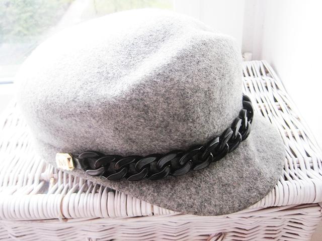 http://www.zaful.com/chunky-chain-felt-newsboy-hat-p_210538.html?lkid=17770