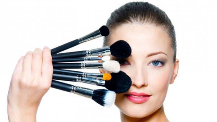 Alat Make Up yang Wajib Dimiliki oleh Wanita
