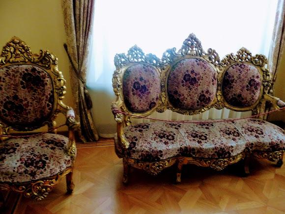Батурин. Дворец Кирилла Разумовского. Мягкая мебель