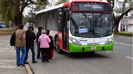 Pasajeros en autobús