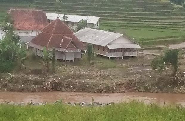 Pesantren Di Garut Ini Tetap Berdiri Kokoh Meski Berada Di Pinggir Sungai Luapan Banjir Bandang