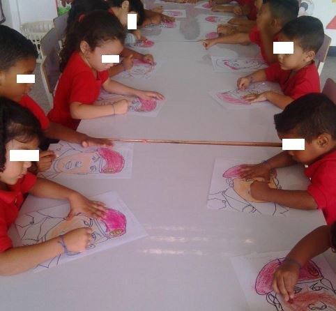 Abuso Infantil: Obligan a los niños a pintar a Chavez