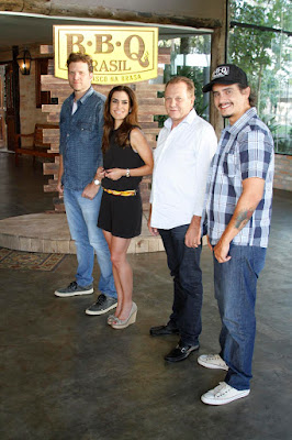 Bertolazzi, Ticiana, Rogério e o jurado convidado, Jair Coser. Crédito: Gabriel Gabe/SBT