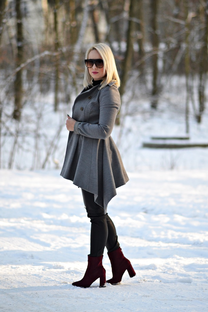 Ania – Szary Płaszcz i Bordowe Botki