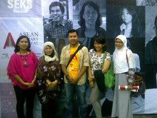 dian nafi dan teman-teman penulis di asean literary festival