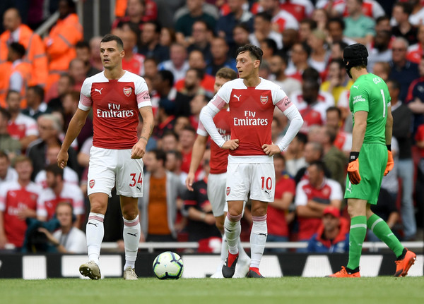 Xhaka, Ozil, Cech look on during Arsenal 2-0 loss to Man city