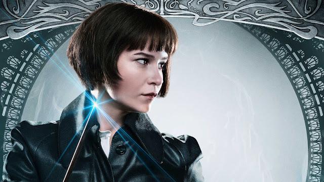 'Estou muito animada para saber o que acontece com Tina', diz Katherine Waterston sobre sua personagem em 'Animais Fantásticos 3'