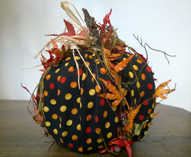 No Sew Pumpkin @craftsavy, #craftwarehouse, #Fall, #Fabric, #homedecor, #pumpkin