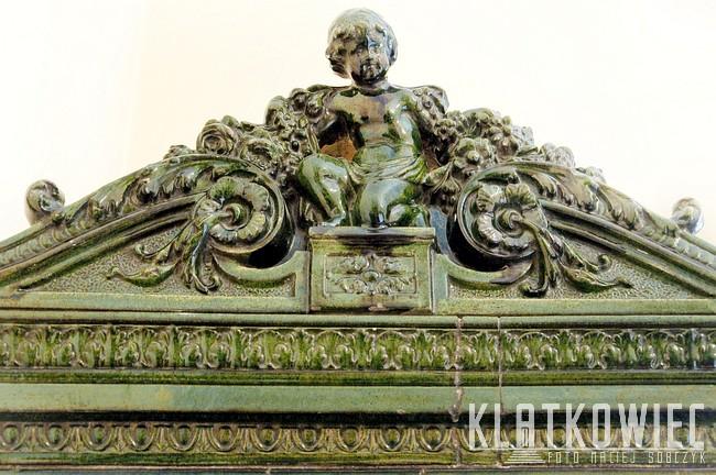 Kraków: ozdobna korona pieca kaflowego