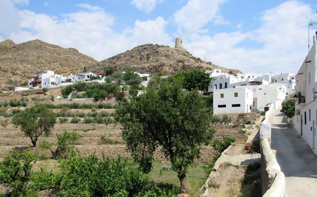 Terrazas de cultivo en Níjar. La atalaya del siglo XIII de Níjar