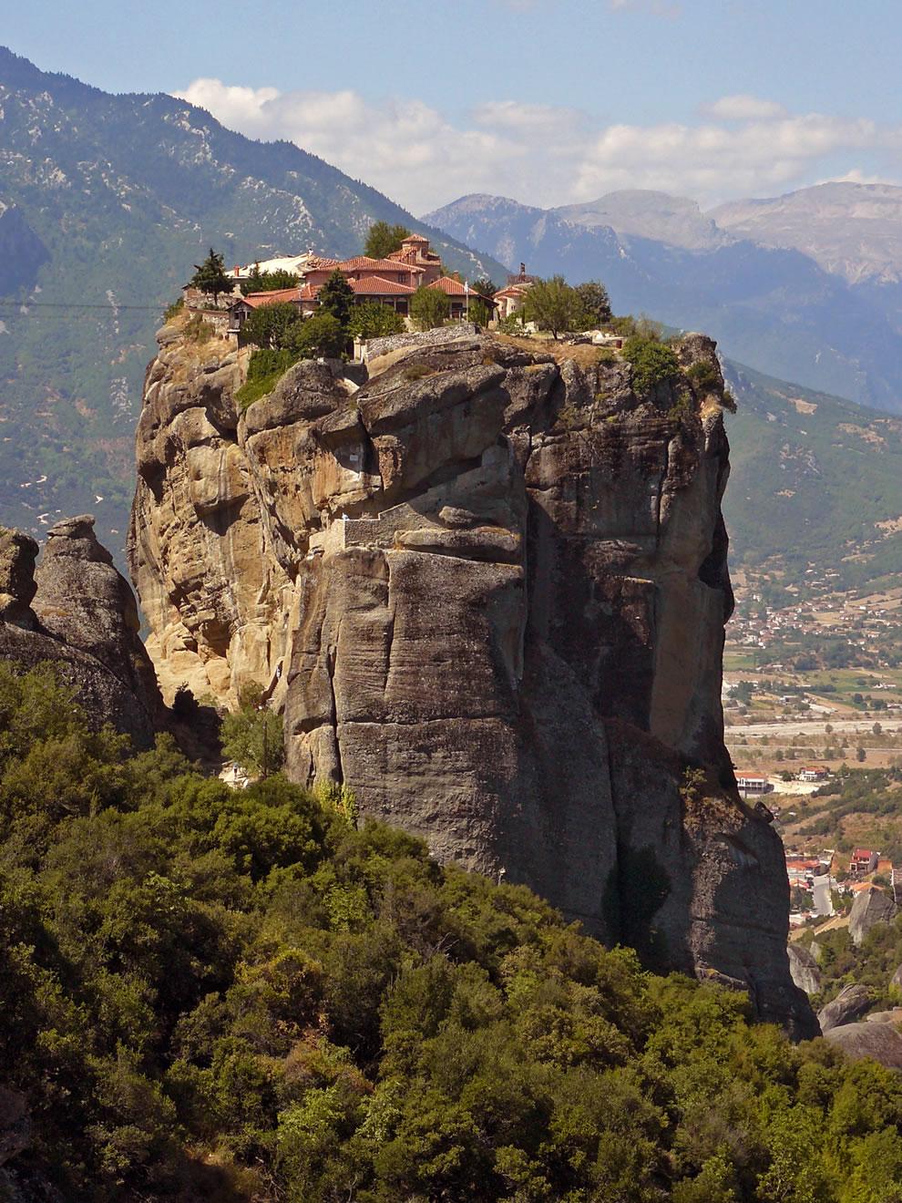 من أجمل المناطق السياحية فى اليونان : ميتيورا