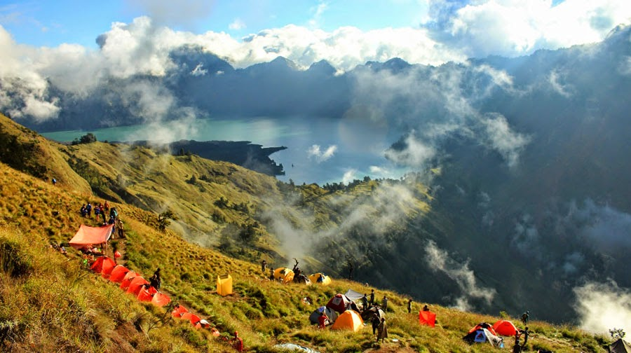 Kembali lagi ke perkemahan dan istirahat dari Puncak Gunung Rinjani 3726 m dpl