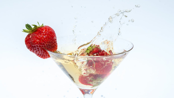Picture 14: Drinks and Strawberries