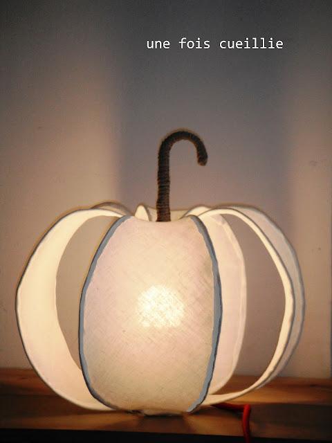 Lampe faite avec des matières naturelles et matériaux recyclés,  homologuée CE