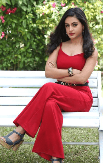 It's a proud moment for me to debut as an actress in &TV's Queens Hain Hum says Shaily Priya Pandey